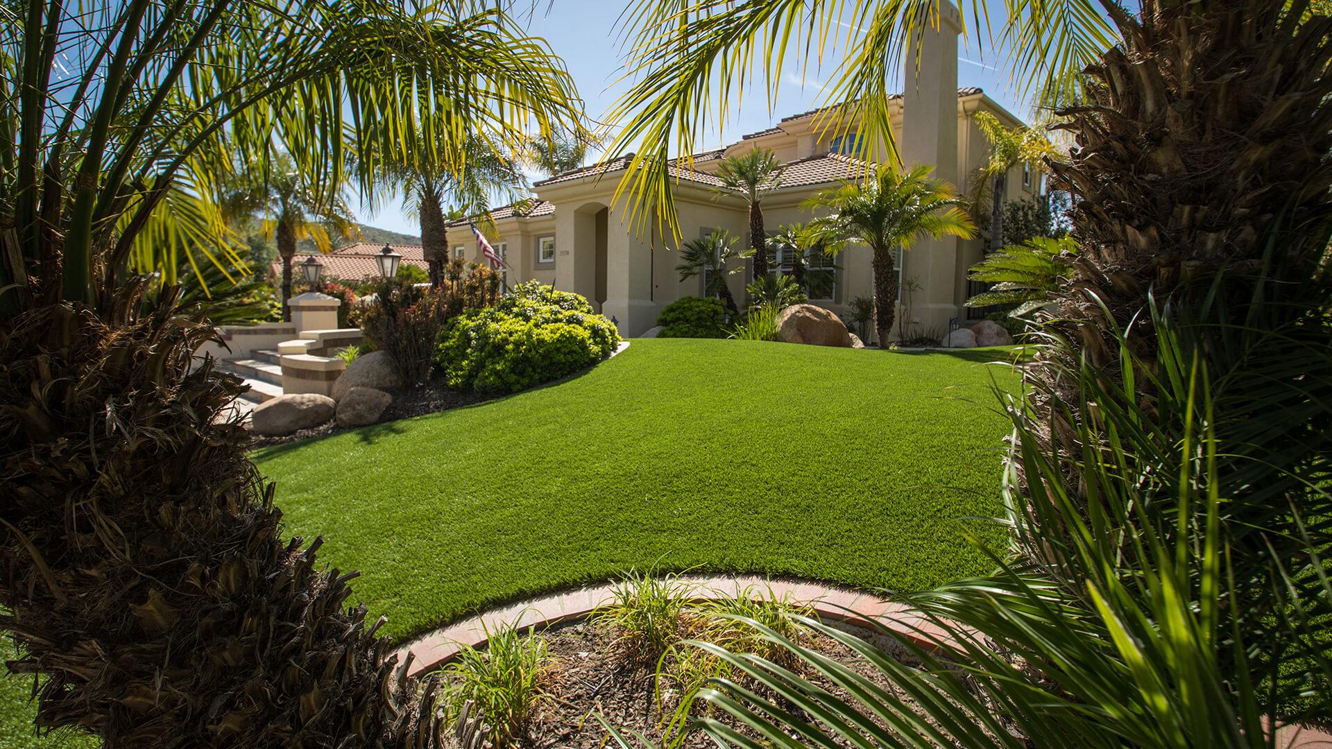 backyard-artificial-lawn-installation