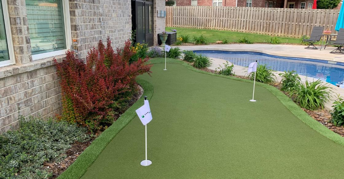 Artificial turf putting green in Dallas backyard